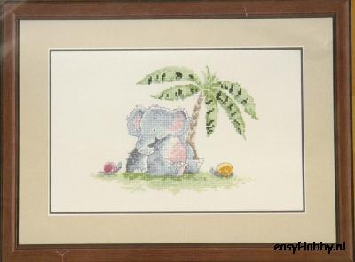Olifantje Mabel onder palmboom