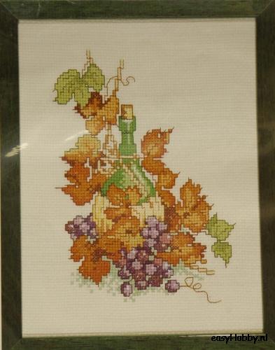 Wijnfles met druivenrank