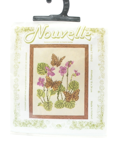 Vlinder op viooltje
