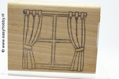 Stempel, venster met gordijn